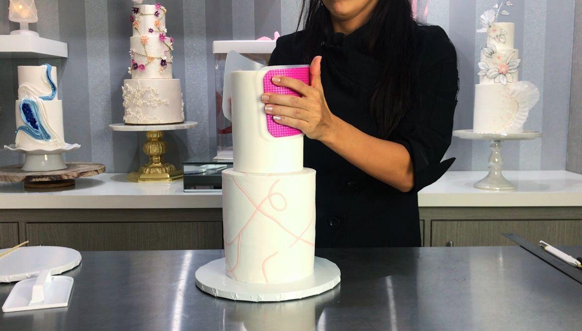 Prepara el montaje correcto de un cake con niveles<span></span>