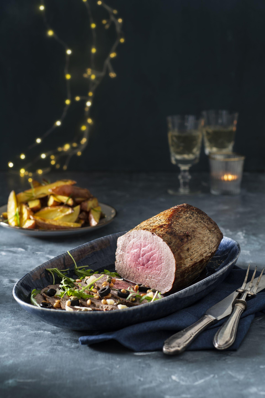 Italiaanse rosbief<span>Met rosbief zet je een echte kerstklassieker op tafel. Niet alleen een heerlijk gerecht, maar ook nog eens mooi om vast te leggen. </span>