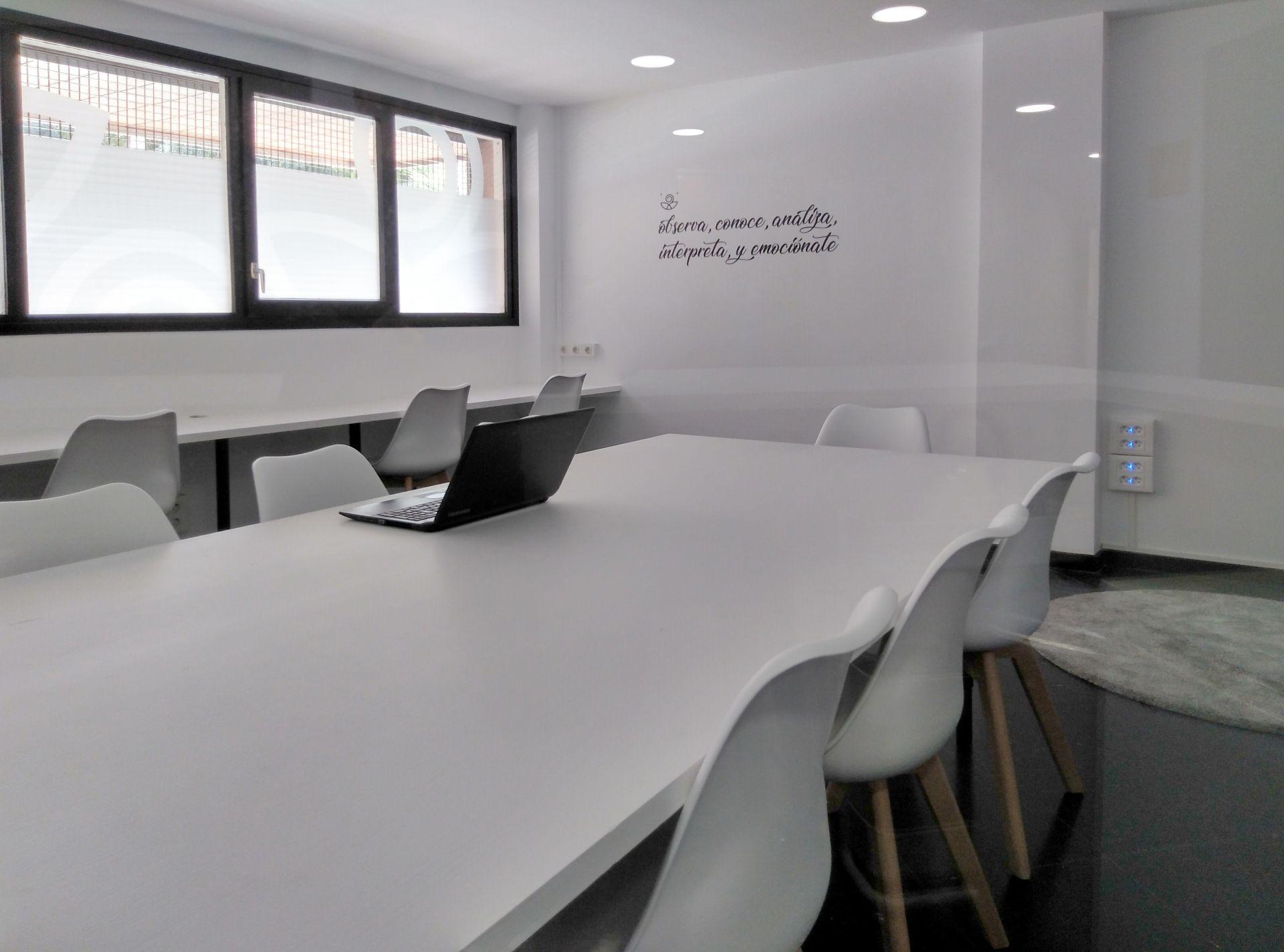 ESPACIO 2 / Precio: 1cc/h<span>Amplia sala con espacio para  8/12 personas. luz natural. Precio: 1cc/h</span>